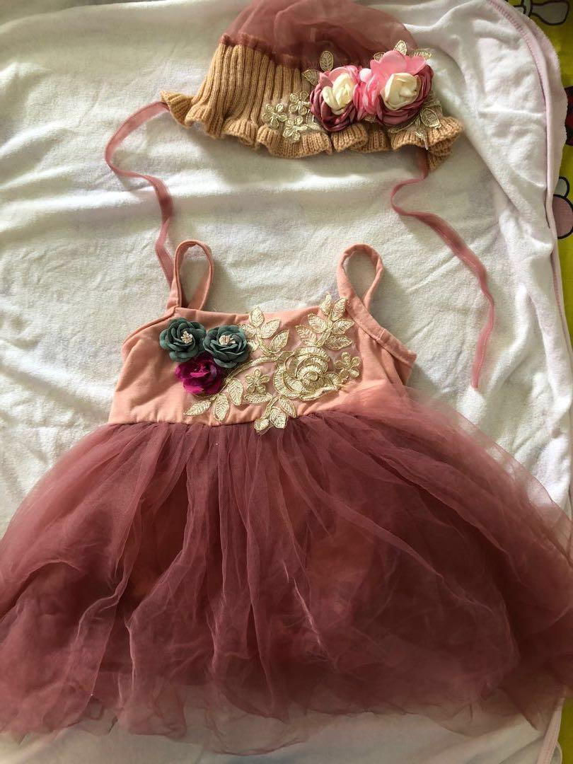 $10 for 2 baby girl dresses - Full month to three months