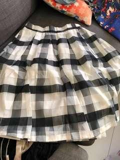 🚚 Checkered skirt with top