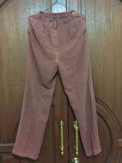 Celana bahan warna bata
