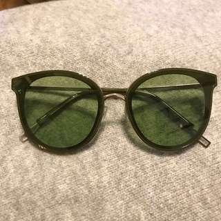 🚚 青草綠墨鏡