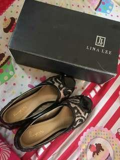Sepatu Langkah by line lee