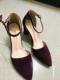 🚚 酒紅麂皮高跟鞋