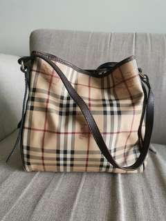 bca85666a9 burberry shoulder bag | Luxury | Carousell Singapore