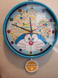 Doraemon 多啦a夢掛牆搖擺鐘全新未開