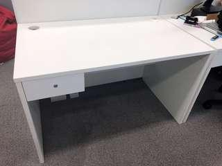White Office Desk (120x70x70)