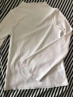 全新 白色小高領直條紋長袖上衣 喇叭袖 100%new