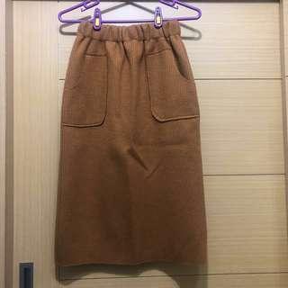 🚚 [二手] 🔥降價 卡其棕色後開衩針織裙Free size