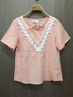 🚚 粉橘色蕾絲花上衣