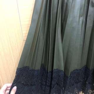🚚 [新品]✨降價 皮質蕾絲拼接長百褶裙 F