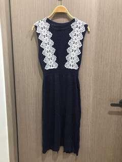 🚚 全新出清白蕾絲花深藍洞洞勾織罩衫洋裝