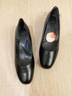 Topvalu 黑色 皮鞋 空姐鞋 返工鞋 機場 酒店 客服 OL low heel 36 37 38 39 40