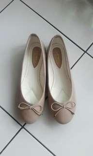 Flat Shoes VNC nude new without tag