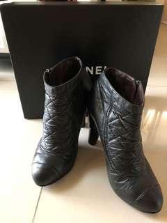 香奈兒菱格紋踝靴