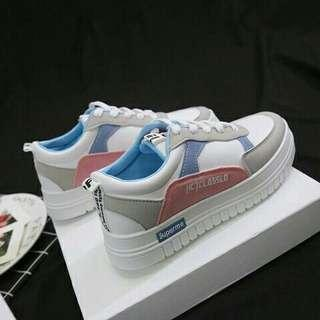 Sneakers import