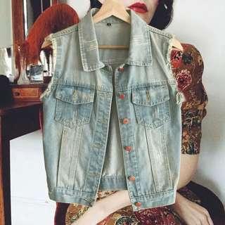 【斷捨離-全新】淺藍色短裝抽鬚牛仔背心外套