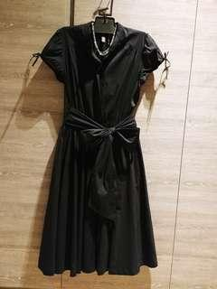 美國名嫒品牌 黑色大蝴蝶結 one piece 傘裙 , 超顕瘦, 原價4千幾, 質料不容置疑, 中碼, 26 to 33 橡肋腰