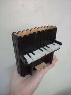 🚚 冰棒棍鋼琴筆筒
