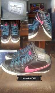 Women Nike Shoes Size 9