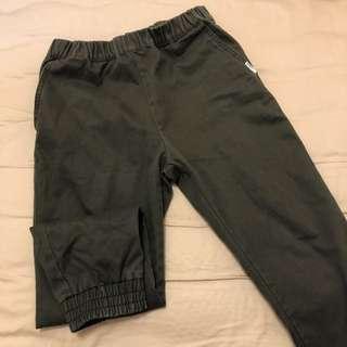 🚚 CHOCOOLATE軍綠縮口褲