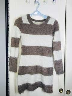 毛毛米咖條紋毛衣