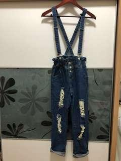 🚚 破破吊帶褲💙花苞的設計 非常可愛🌟僅穿過一次❗️❗️❗️