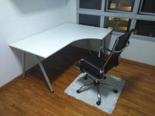 🚚 White colour desk