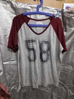H & M V 領 T 恤