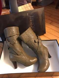 Dark grass green ribbon boots