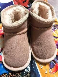 🚚 小女孩雪靴