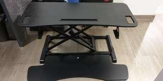 🚚 Adjustable standing desk