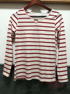 🚚 紅白薄長袖上衣❤️領口有三角形小缺口設計✨