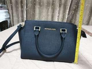 🚚 100% Authentic Micheal Kors Sling/Hand bag