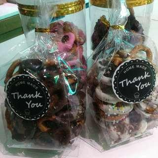 Pretzel covered with milk chocolate.RM20-50pcs Pm Tq