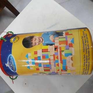 150 pieces wooden block in bucket set (toysrus)
