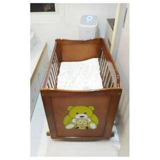 Bear 品牌嬰幼兒搖床 / 嬰兒床原價 1 3 0 9 0 元