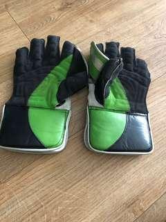 Keeping gloves cricket
