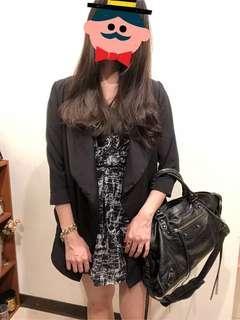 🚚 白色抽象塗鴉圖騰黑底無袖洋裝 黑白洋裝 黑洋裝