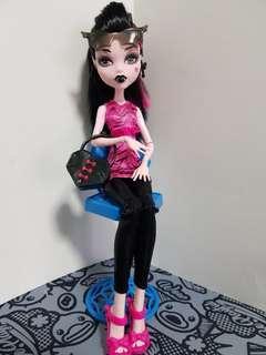 draculaura closet doll