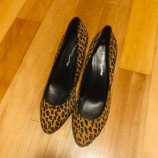 Le Saunda 豹紋兩吋半高爭鞋