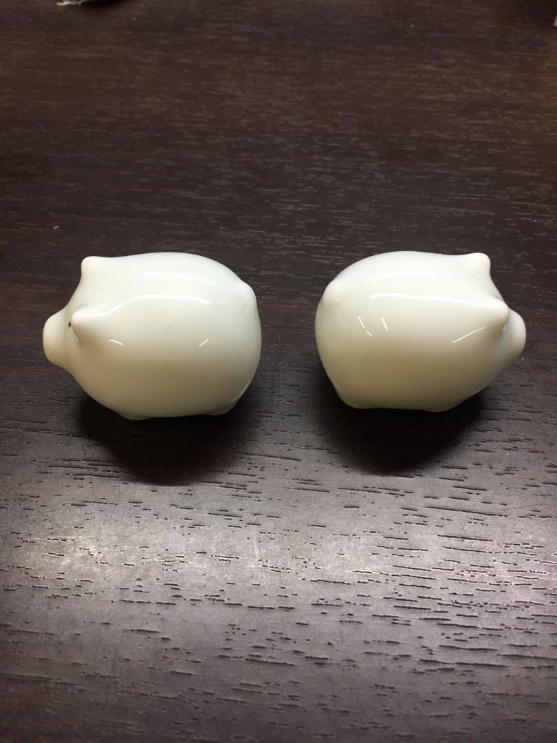 白色陶瓷豬