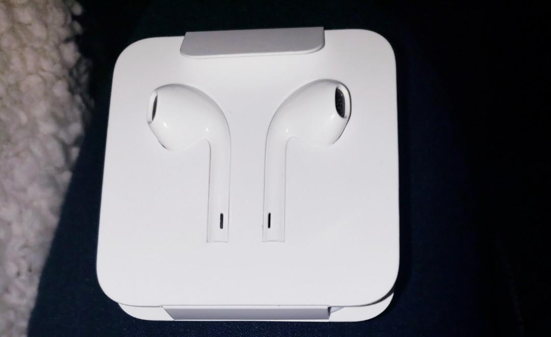 Authentic apple earpods with Lightning Connector