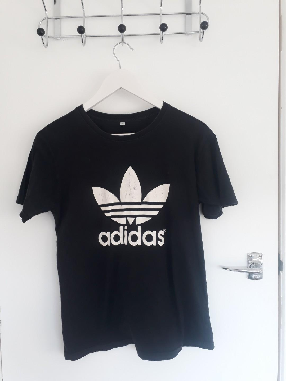 Fake Adidas tee