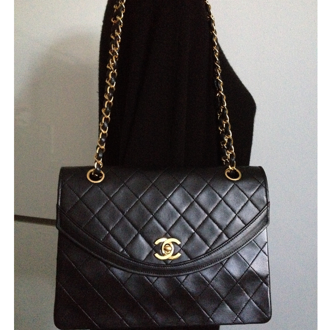 ef92d2e87956 FULL SET MINT CHANEL Black Quilted 24k Gold Chain Medium Flap Bag ...