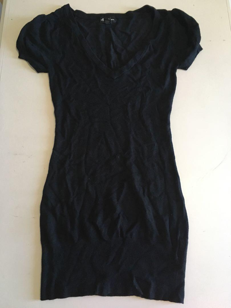 Seductions Long Black Fitted V Neck T-Shirt Size Small