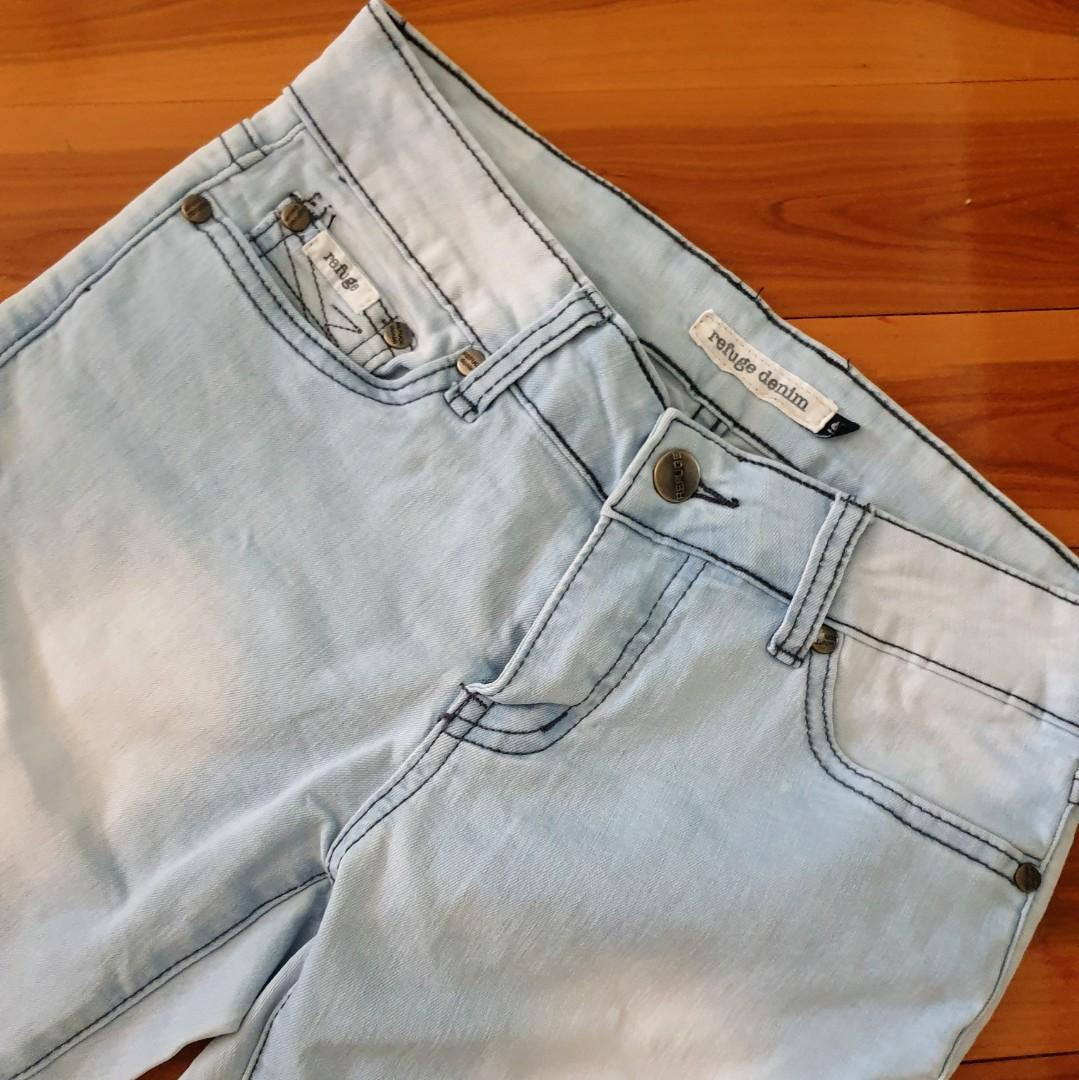 Women's size 9 'REFUGE' Stunning distressed denim 3/4 skinny jeans- AS NEW