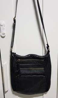 🚚 Primark sling bag