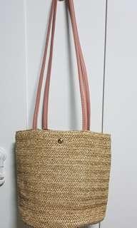 🚚 Bucket sling bag