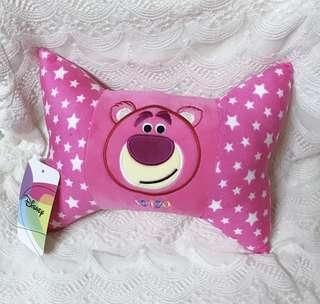 全新❤️雷標 熊抱哥 蝴蝶結枕頭 靠枕 車用 午睡枕 迪士尼