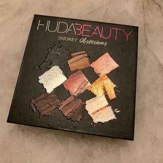🚚 Huda Beauty Smokey Obsessions palette