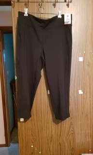 Active 3/4 Length Mid Rise Work Out Pants. Size 16